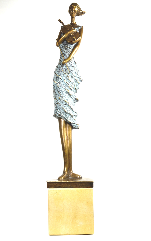ARABELLA, Bronzeskulptur, auf Sandsteinpodest