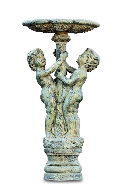 Bronzebrunnen. 2-KNABEN UNTERM STANDBRUNNEN, Bronzefigur