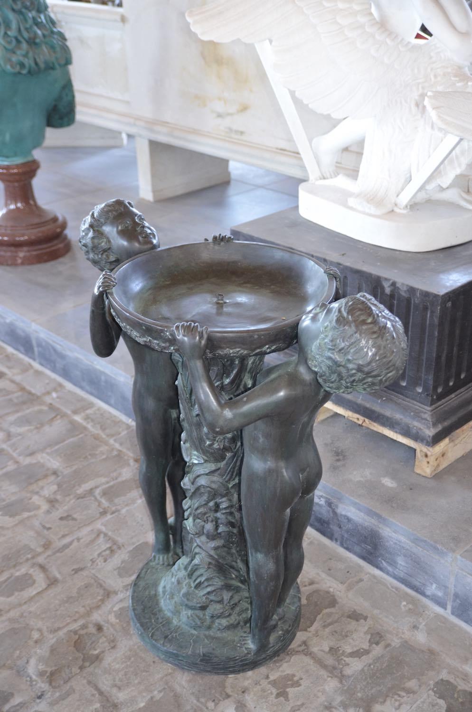 Bronzebrunnen ZEHENSPITZEN, Bronzefigur