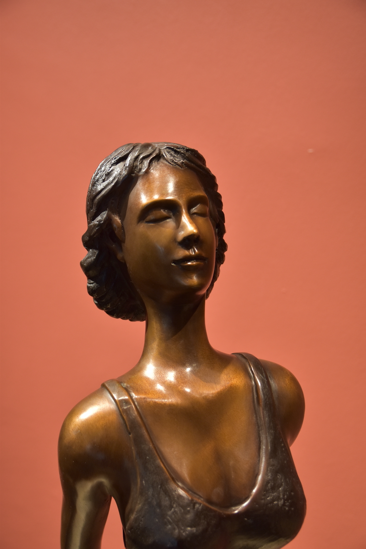 Bronzefigur FLORANCE (Die Schwebende), 155 cm
