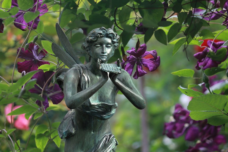 Bronzefigur SELENE klein, 90 cm