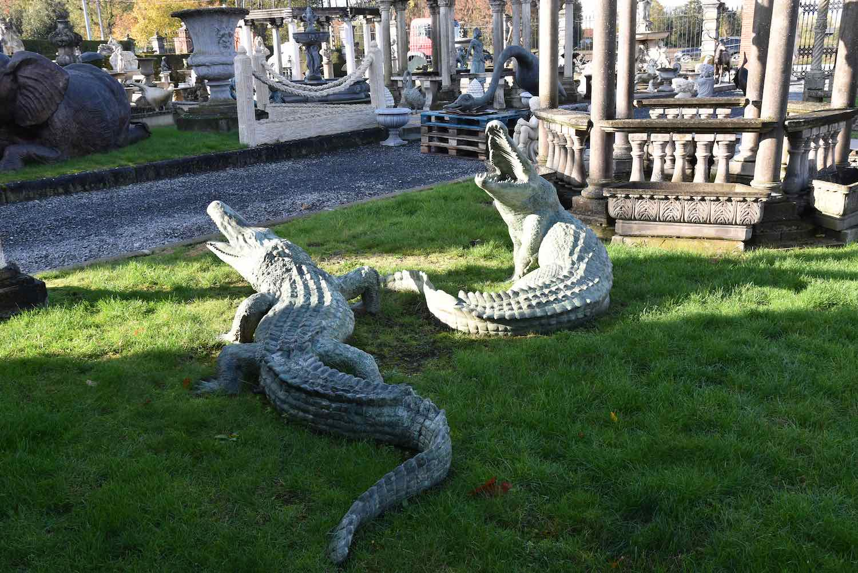 Bronzewasserspeier Krokodil JOE, 110 cm hoch, links vorne: Krokodil JACK