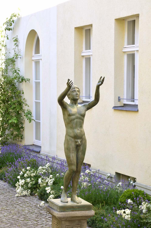 Bronzefigur BETENDER KNABE