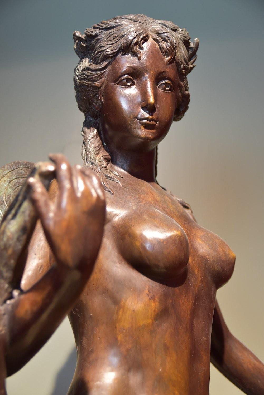 Bronzefigur MARIAM, patinierte Bronze, 112 cm