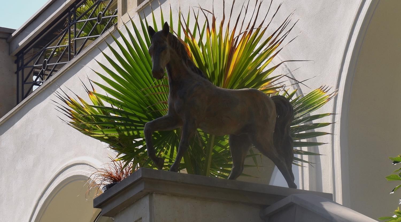 Bronzefigur Pferd CADENZA, bei Kunden