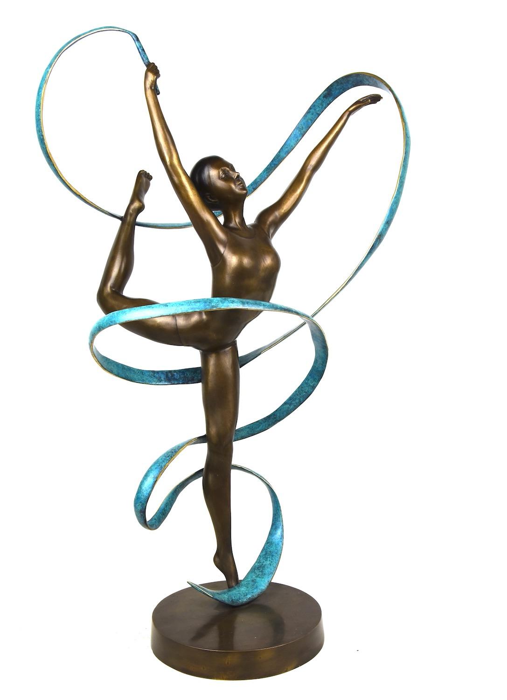 Bronzefigur TÄNZERIN MIT BLAUEM BAND, 89 cm