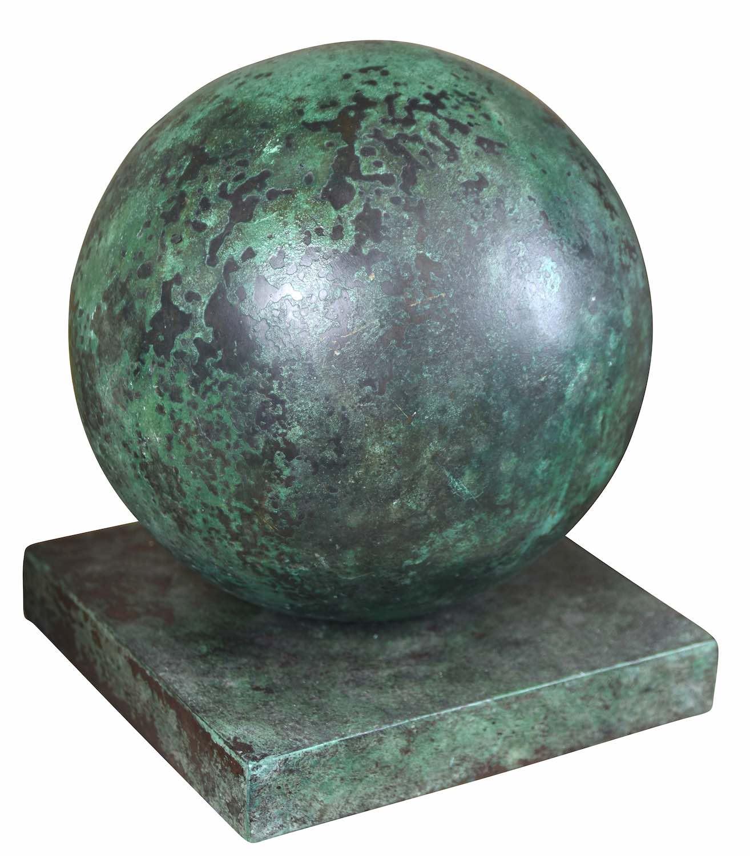 Bronzeobjekt KUGEL, ø 20 cm, antik patiniert