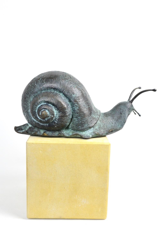 Bronzefigur Schnecke GERD, auf Podest WARTHAU 20x20x20