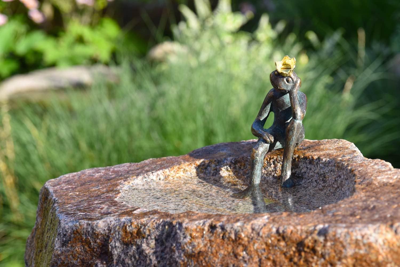 VOGELTRÄNKE GERRIT, Bronze und Granit