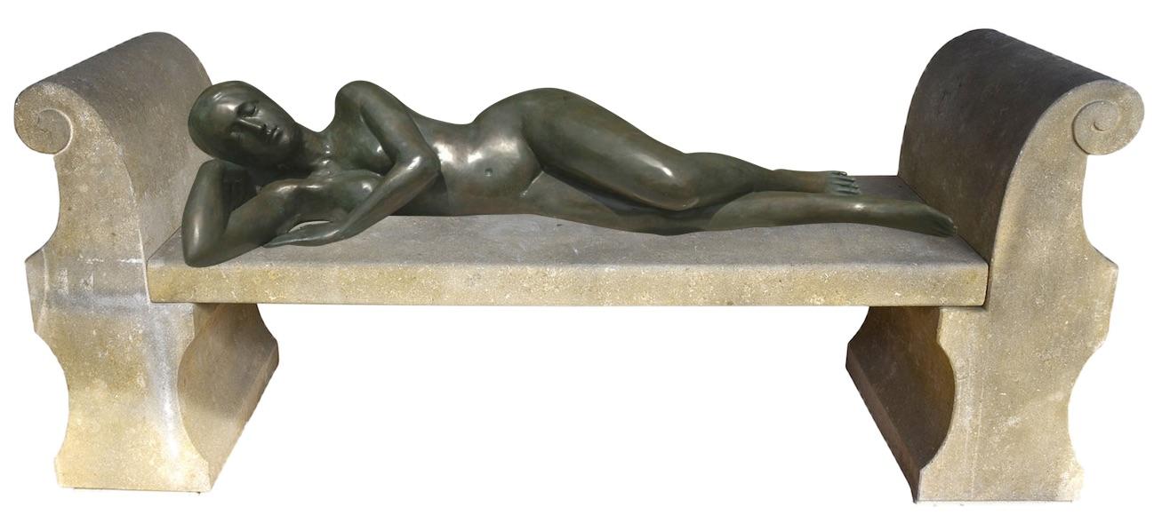 Bronzefigur EVE auf Steinbank PALLADIO