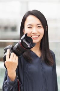 女性カメラマン 小坂仁都美
