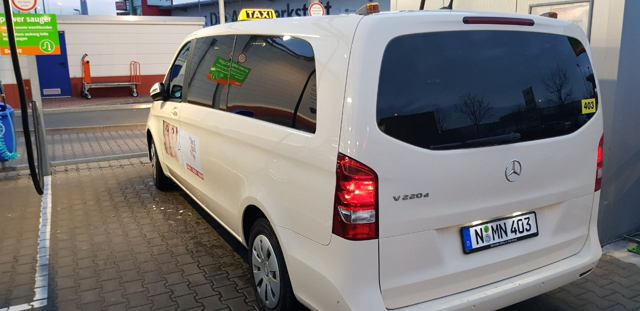 Taxibus Nürnberg von Außen