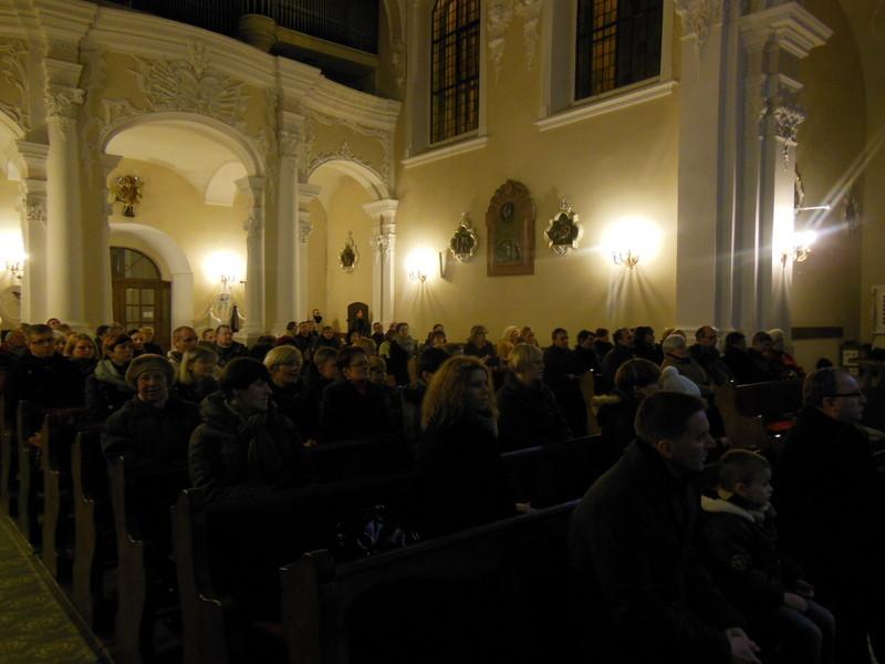 Po zakończeniu Mszy św. schola zaprezentowała kilka utworów