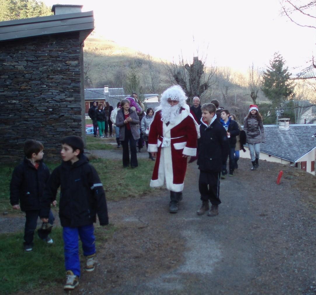 Le Père Noel est passé chercher les enfants dans leur gite.