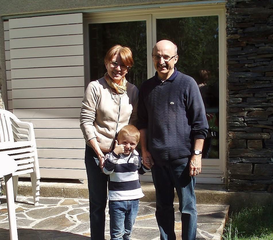 Gérard, Annie et leur petit-fils Pierre.