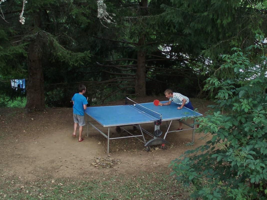 Une partie de ping pong acharnée.