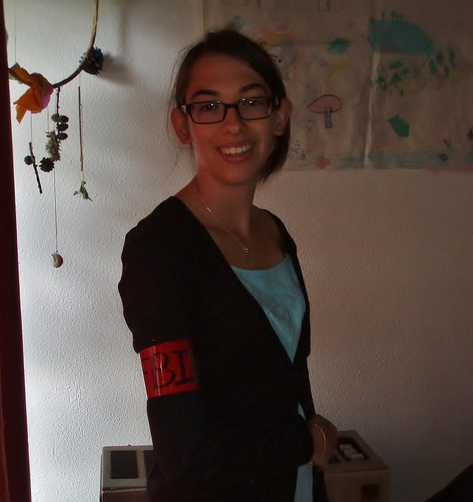 Amandine qui fait son stage BAFA, prête aussi pour ler Cluedo!