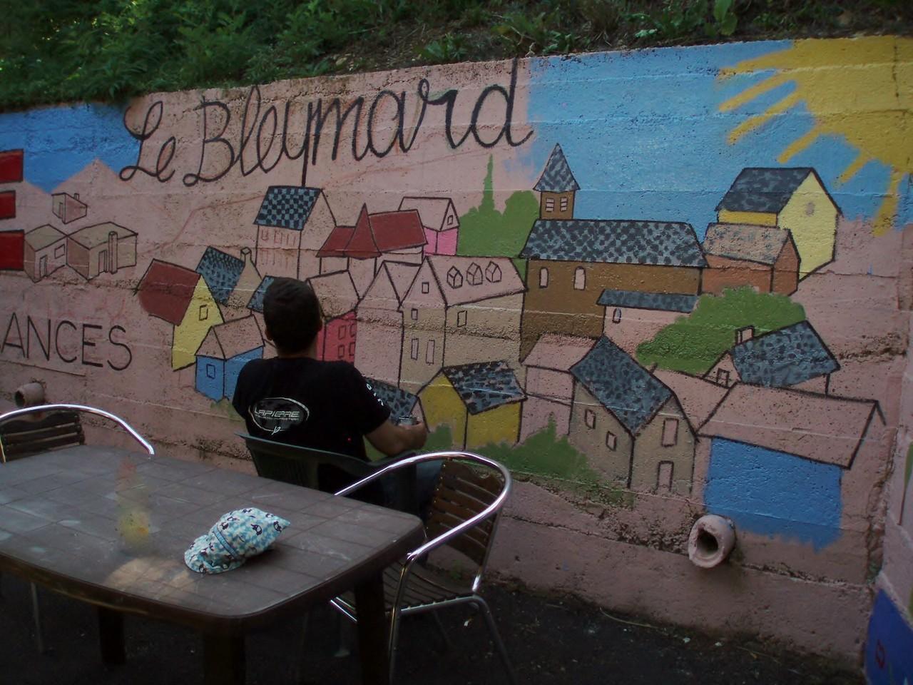 L'artiste méditant devant son oeuvre.