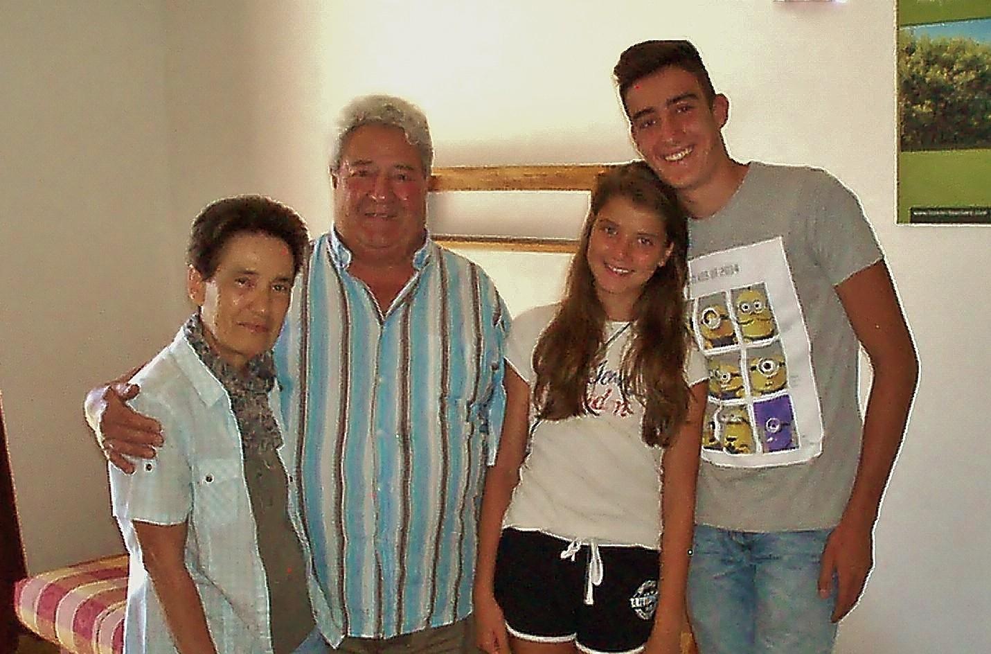 Alain et Janine sont revenus avec Romain et Roxane leurs petits enfants.