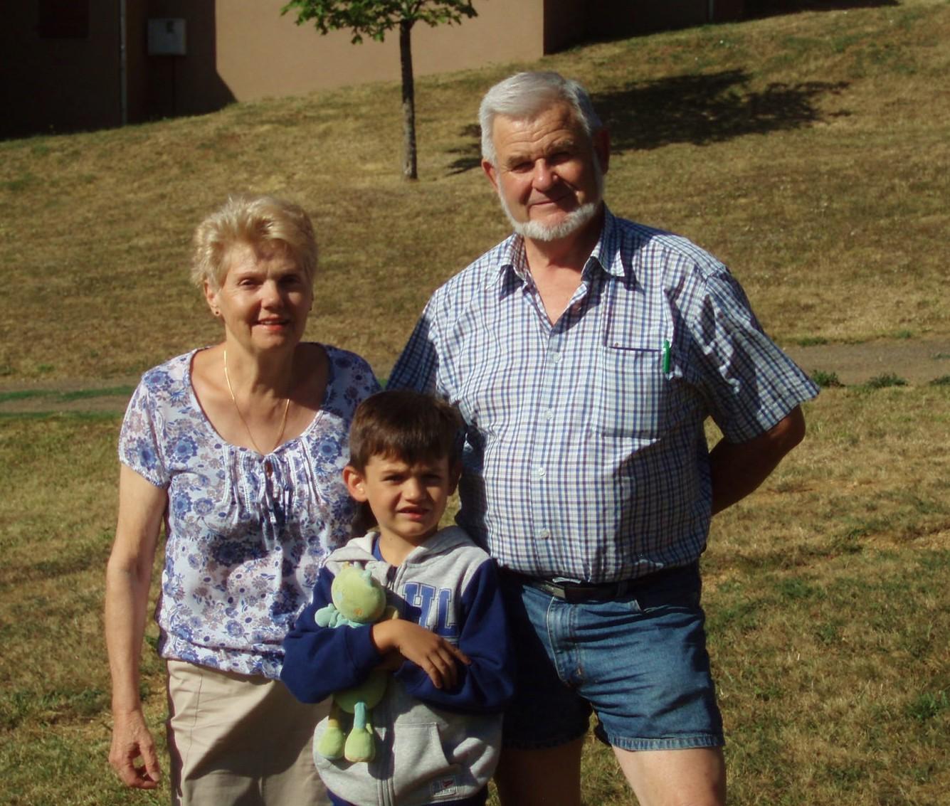 André, Jeanne et leur petit-fils Ethan.
