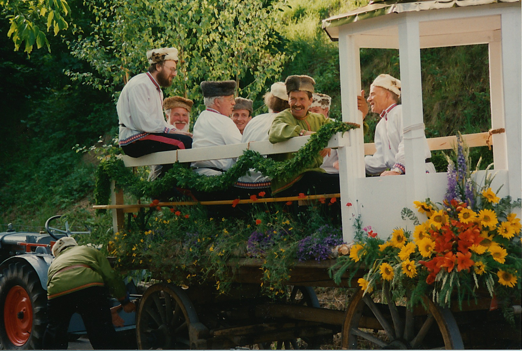 Fahrt im Umzugswagen nach Otelfingen::Lied «Kalinka»