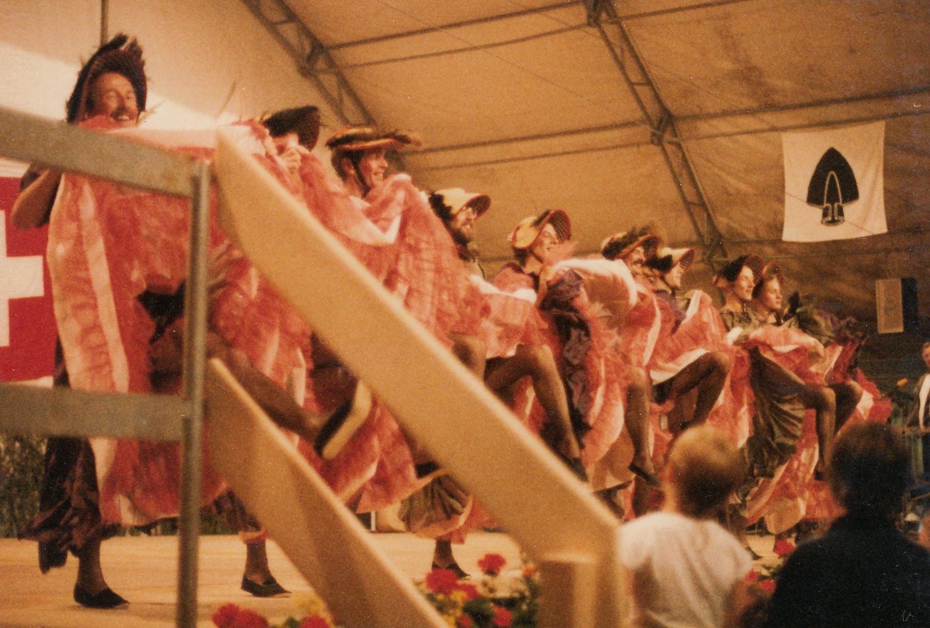 Abendprogramm «Moulin Rouge» Tänzer(innen) in Boppelsen?