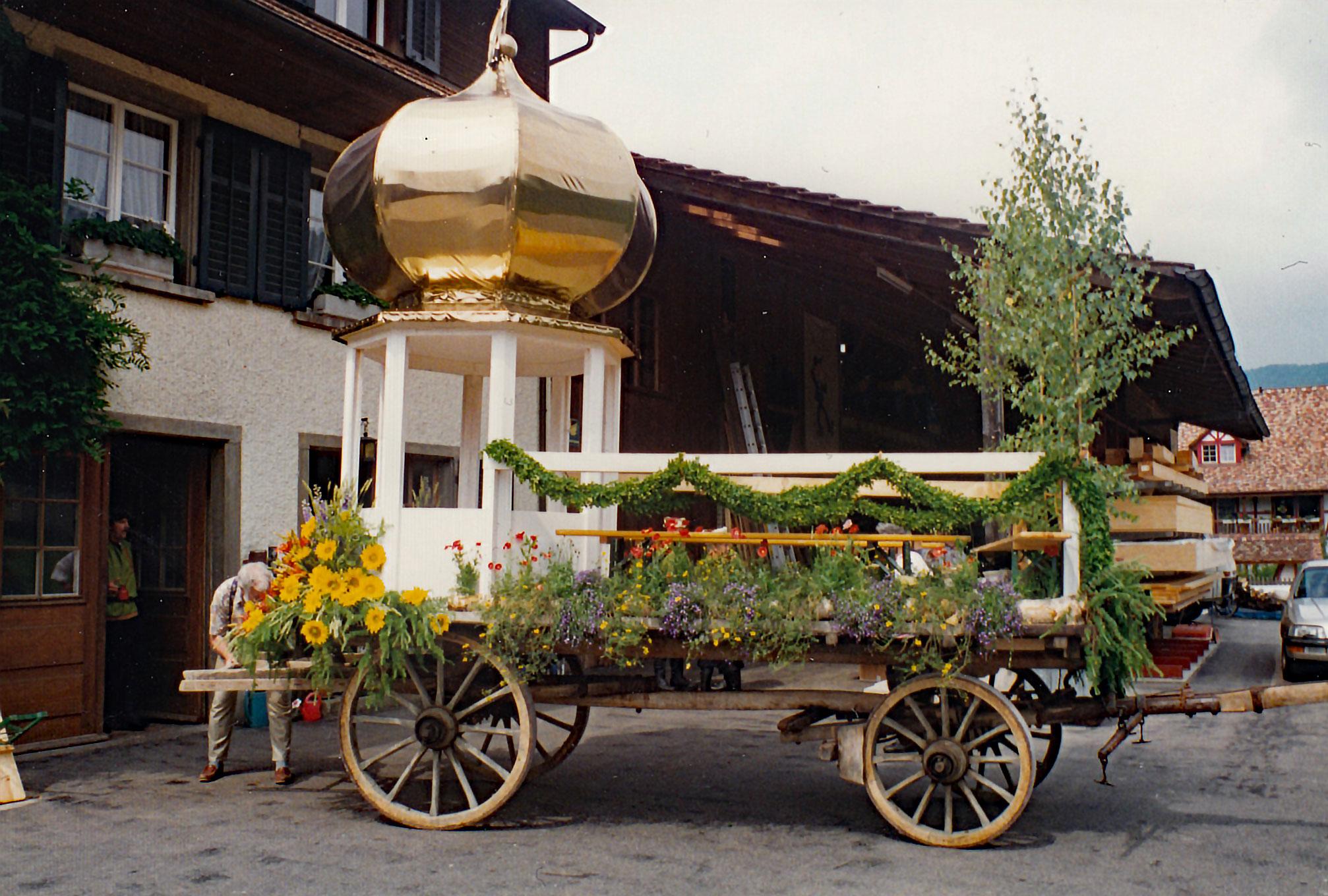 MCB Wagen mit Zwiebelturm fürs Bezirkssängerfest 1996 in Otelfingen