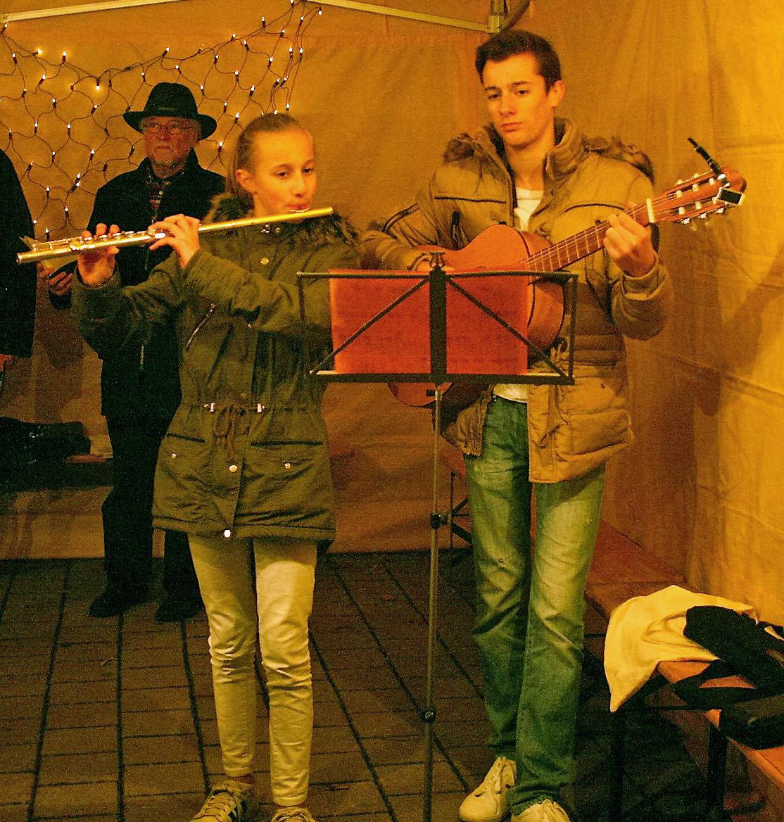 Lidia und Mattia Pontiggia spielen «Adeste Fideles»