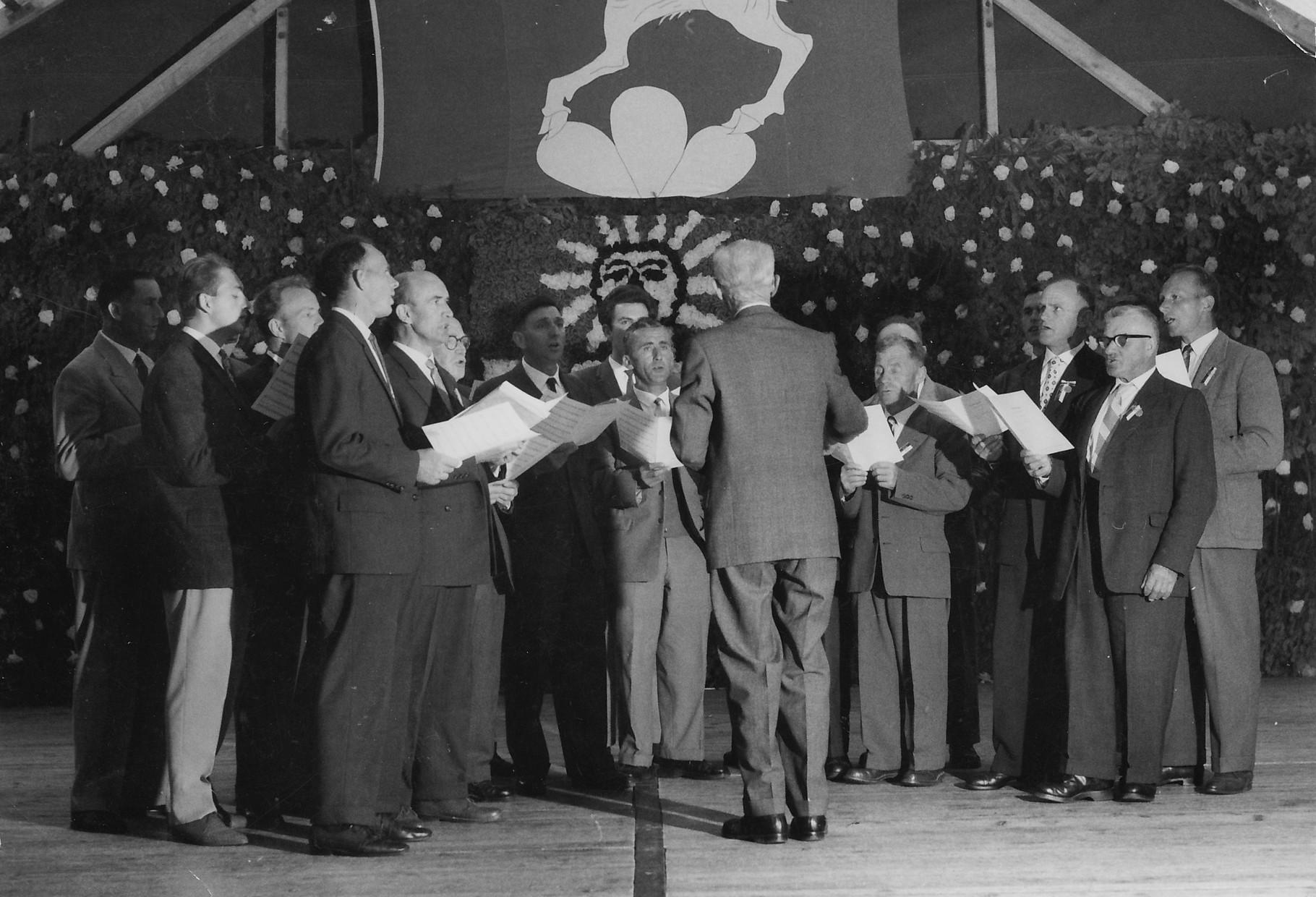 Gesangsvortrag unter dem Wappen von Steinmaur::1962