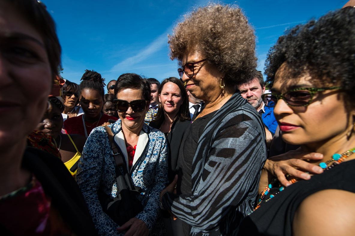 Johanna Rolland, maire de Nantes avec Angela Davis, icône américaine de la lutte antiraciste - the mayor of Nantes with Angela Davis / L'Express (2015)