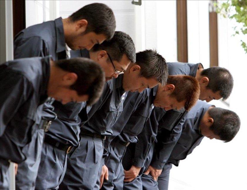 Mitglieder der Yamaguchi-gumi verbeugen sich vor ihrem Patriarchen