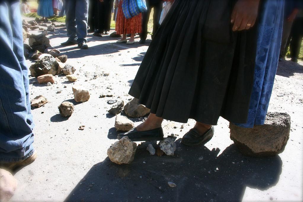 Las Campesinas protestano contro il governo