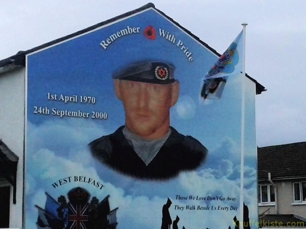 überall Bilder der ehemaligen IRA Mitglieder an den Hauswänden