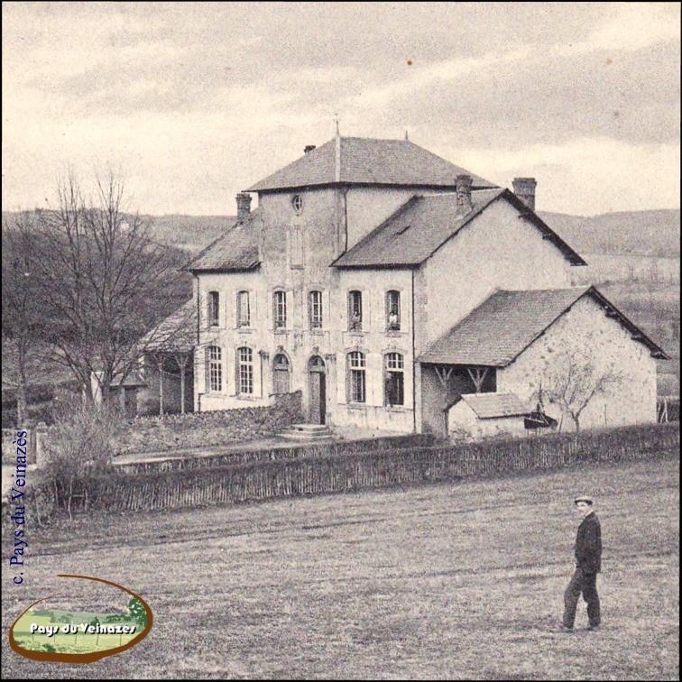 Maison d'école de Junhac - Ed. Dalat.