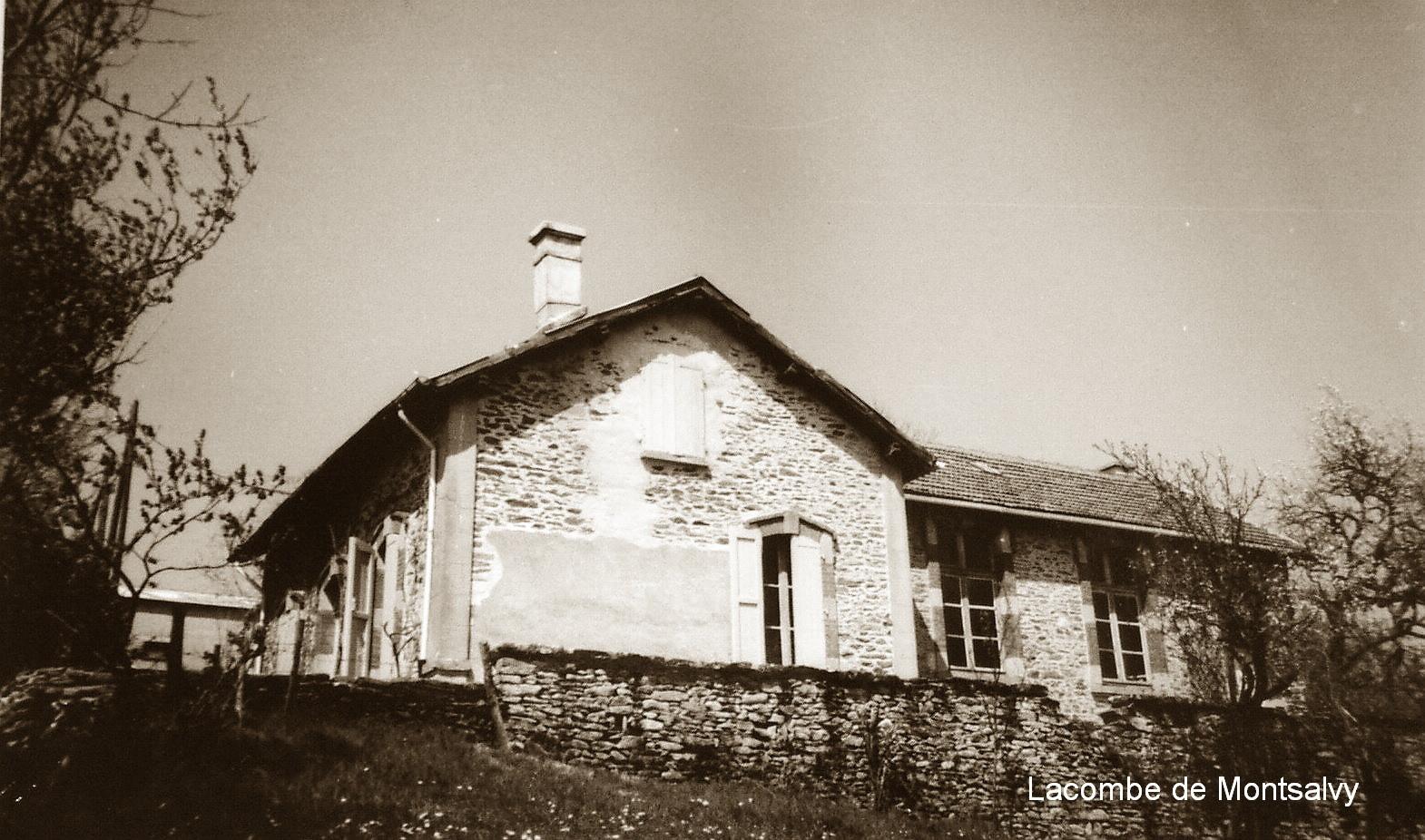 Maison d'école de Lacombe (Montsalvy)