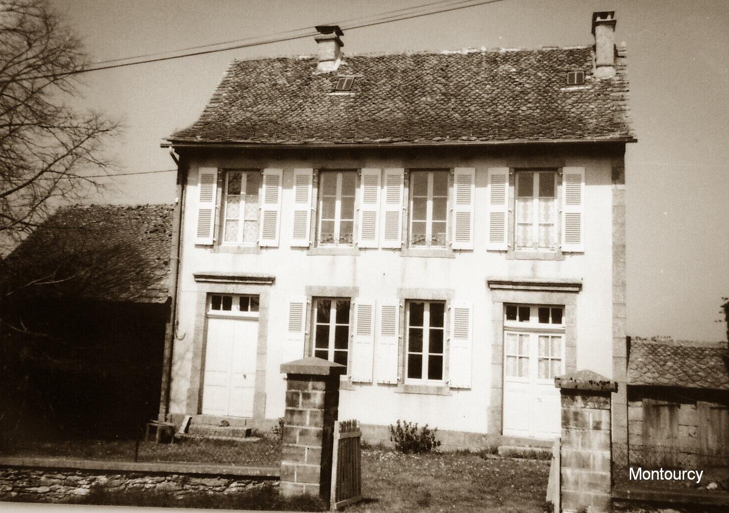 Maison d'école de Montourcy (Junhac)