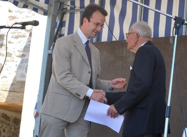 ... remercie Jean-Marie Gaston pour la donation de ses archives