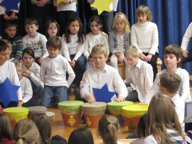 Instrumental-AG und Grundschulchor präsentieren weihnachtliche Minimusicals
