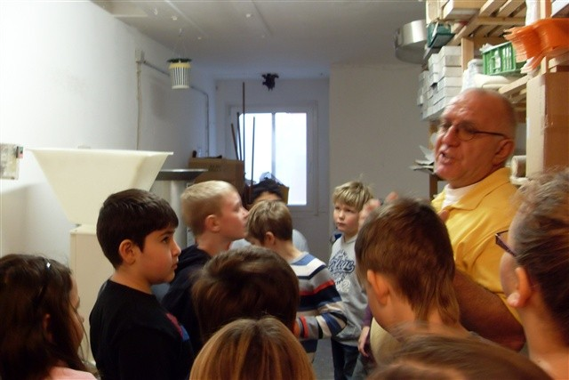 Besuch der Klasse 3c in der Bäckerei KünzBesuch der Klasse 3c in der Bäckerei Künz