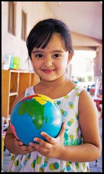 célébration de la vie, celebration cosmique, anniversaire Montessori, globe montessori, fête enfant, animation anniversaire
