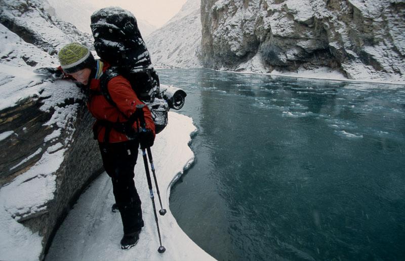 Im Winter auf dem gefrorenen Fluss nach Zanskar