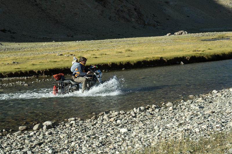 Mit Enfield und Kleinkind unterwegs in Ladakh