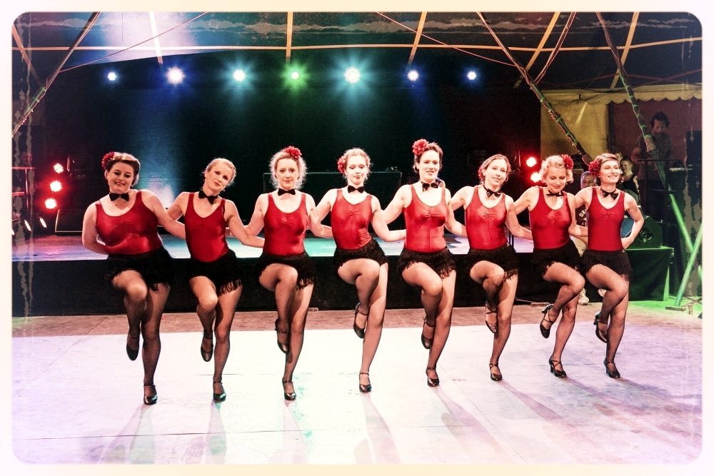 """""""Happy Feet"""", ein flotter Chorus Girl Charleston mit den fortgeschrittenen Charleston & Vintage Jazztänzerinnen vom Vintage Dance Studio München. Foto: Klaus Burkardt"""