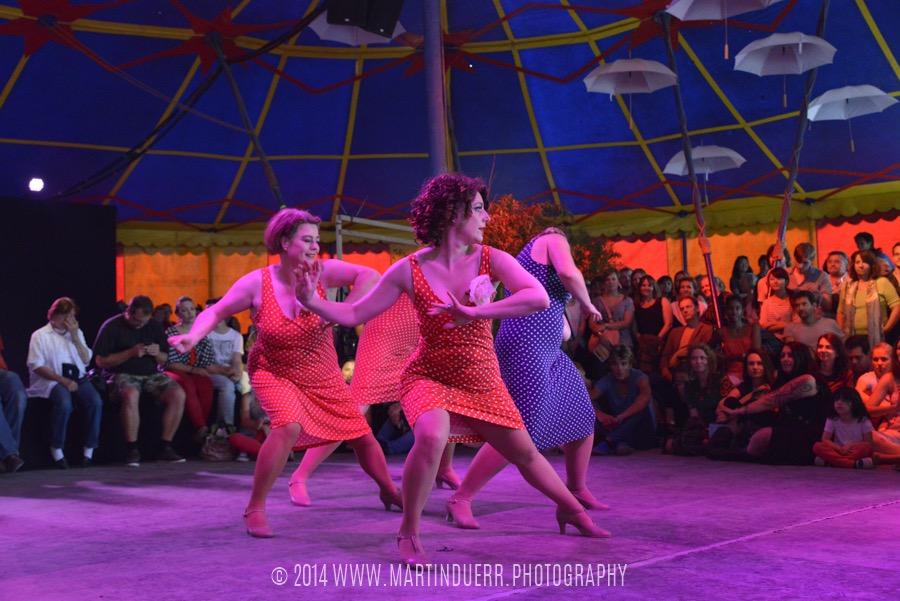 Solo Blues: Tanzschüler-Show vom Vintage Dance Studio.