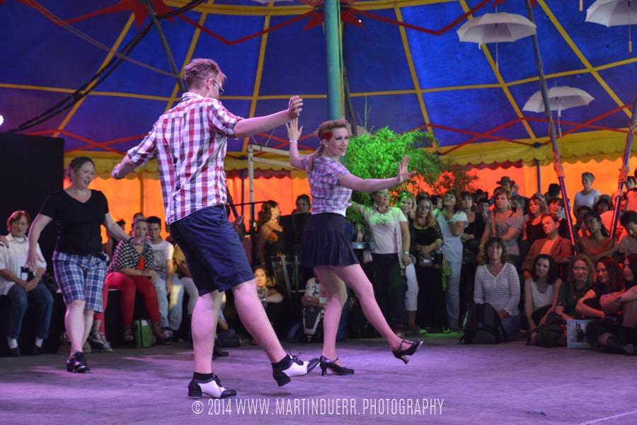 Steptanz: Tanzschüler-Show vom Vintage Dance Studio.