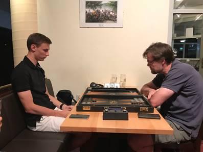 Sieger des Hauptturniers im Juli: Zdenek Zizka (links)