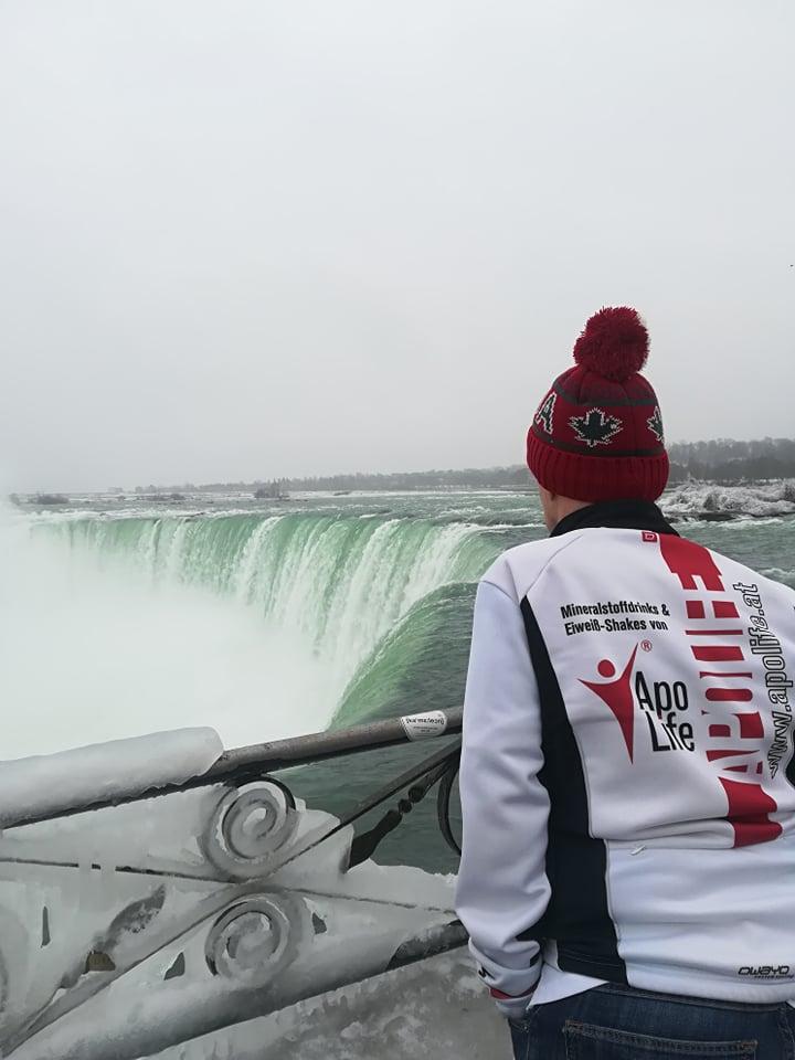Apolife an den Niagara Falls