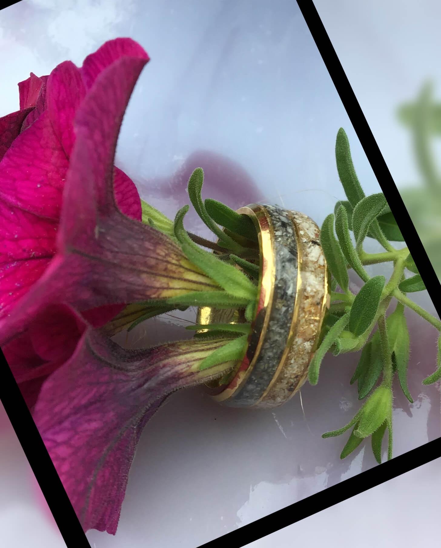 Edelstahl Ring doppelte Band Mit Gravur ca 4 cm in Edelstahl * 79,50 Alle angegebenen Preise sind Gesamtpreise (ggf. zzgl. Versandkosten).