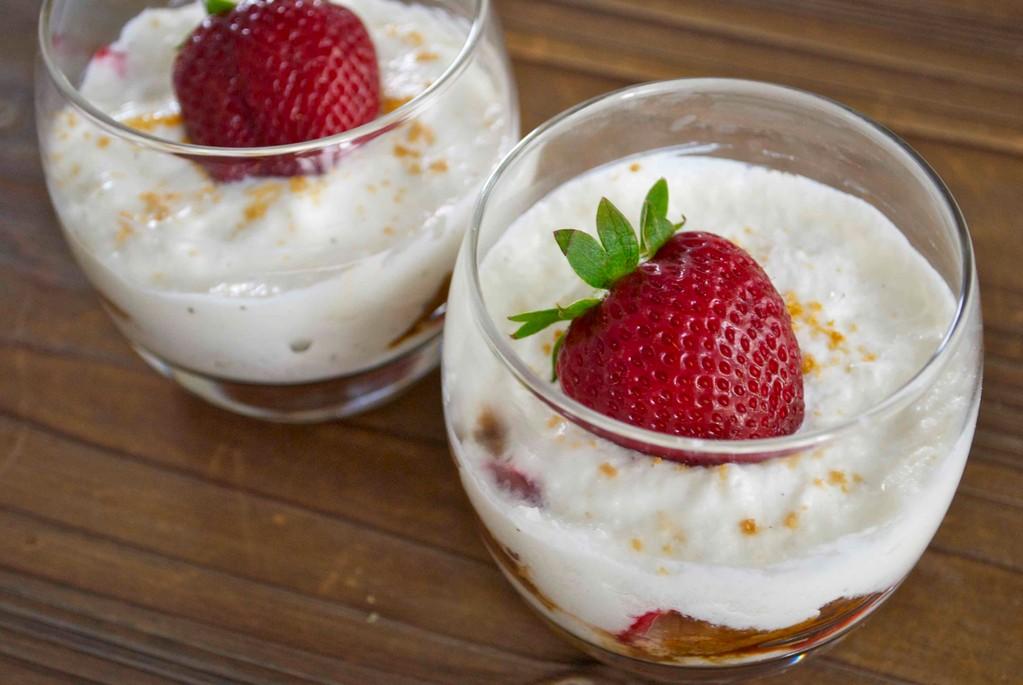Tiramisu fresa-speculoos con yogur griego