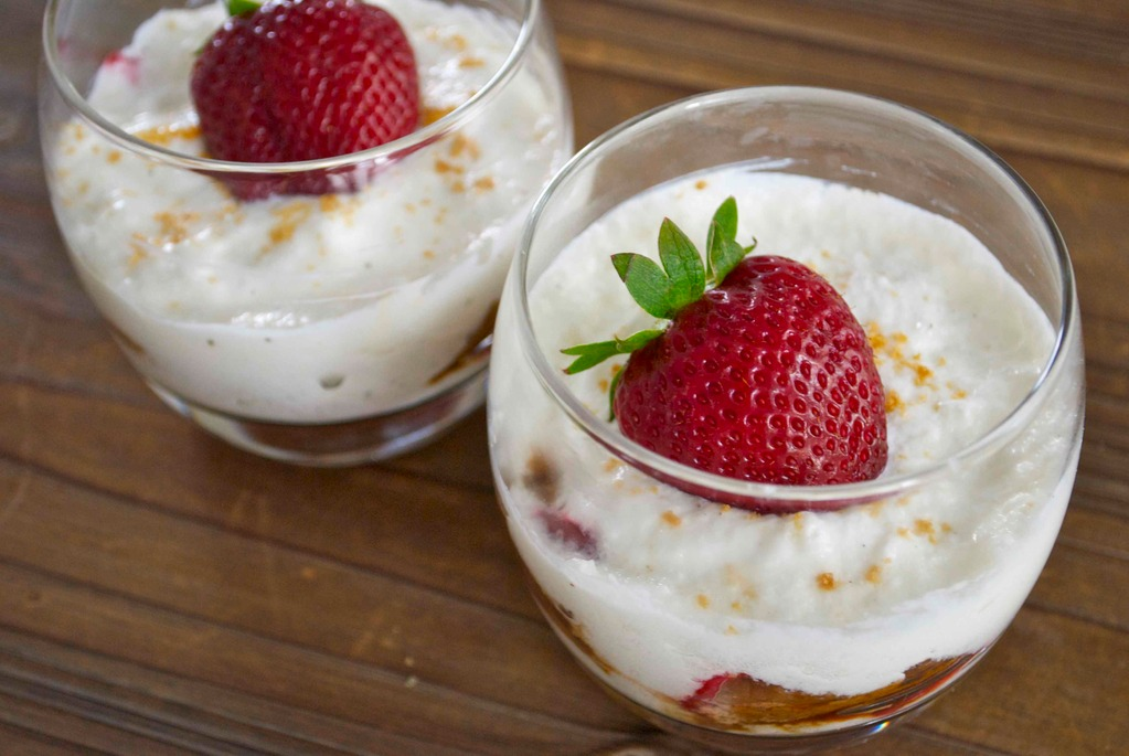 Tiramisu fraise-spéculoos au yaourt grec